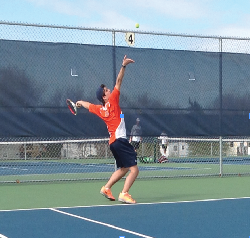 Tennis team remains competetive despite shortage of players