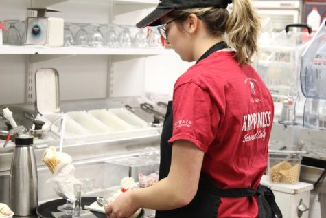 Teenagers in the workforce become prevalent as local restaurant near BGHS are hiring